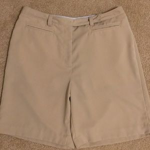 Like new Tommy golf shorts